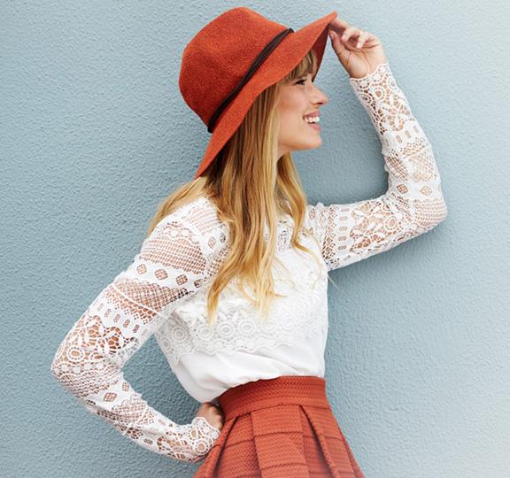 φωτογράφιση ρούχων σε μοντέλο outdoors